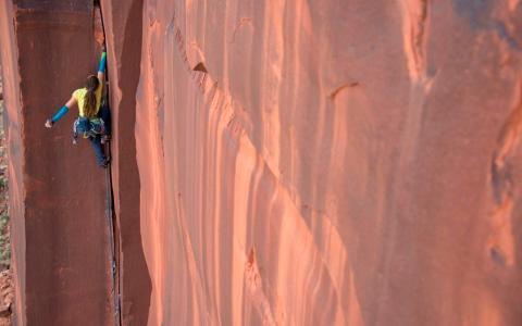 Caro North Road Soda 5.11d Optimator wall, Utah, Indian creek
