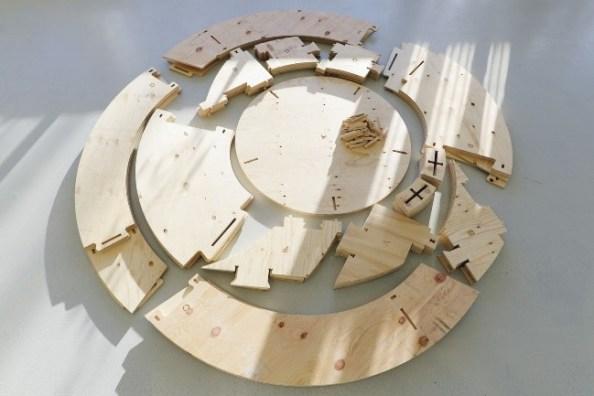 Hier sind die Elemente des Bausatzes für den Growroom von IKEA zu sehen