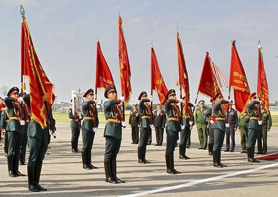 церемония передачи в музеи боевой славы боевых знамен частей, участвовавших в боях ВОВ