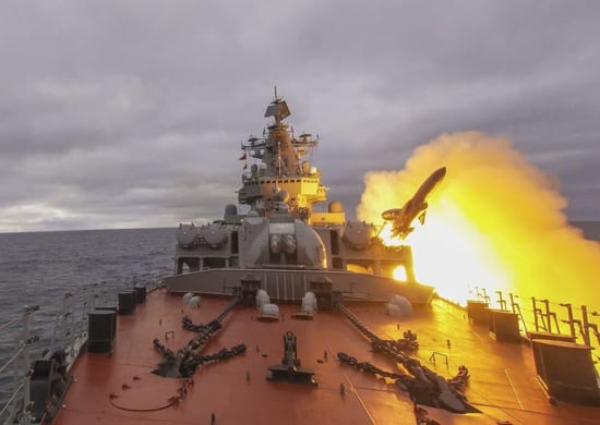 Ракетные крейсеры СФ уничтожили десантный отряд условного противника