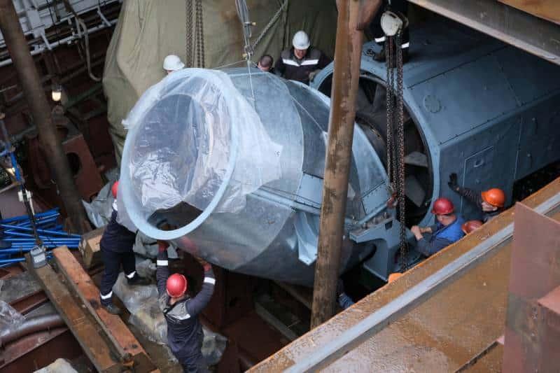 Третий серийный фрегат проекта 22350 получил силовую установку