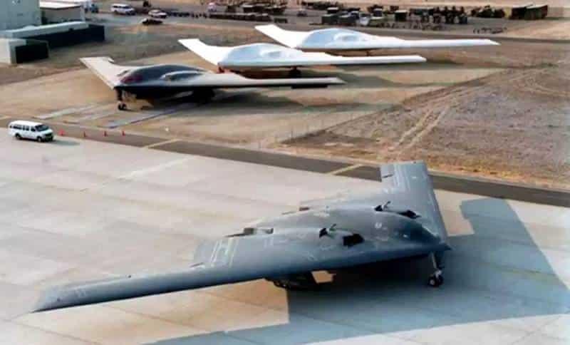 бомбардировщик-«невидимка» Northrop Grumman B-21 Raide