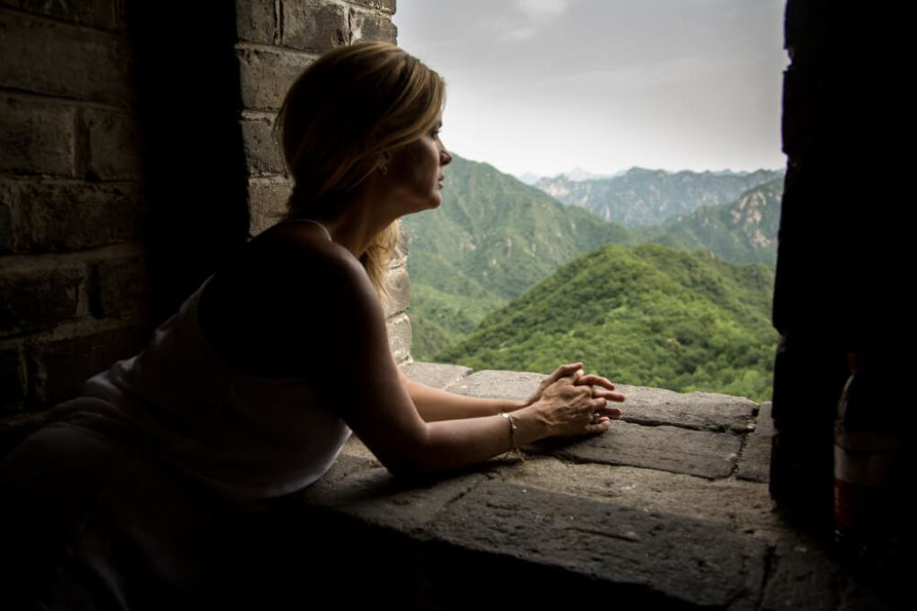 Rachel looks out from the Great Wall of China. (ep 6)