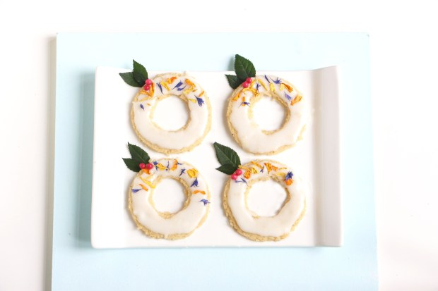 christmas wreath cookie gif