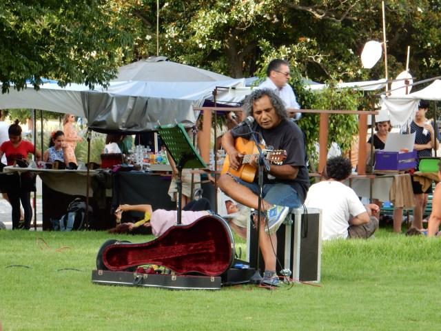 Live muziek van Claudio in het Recoleta park