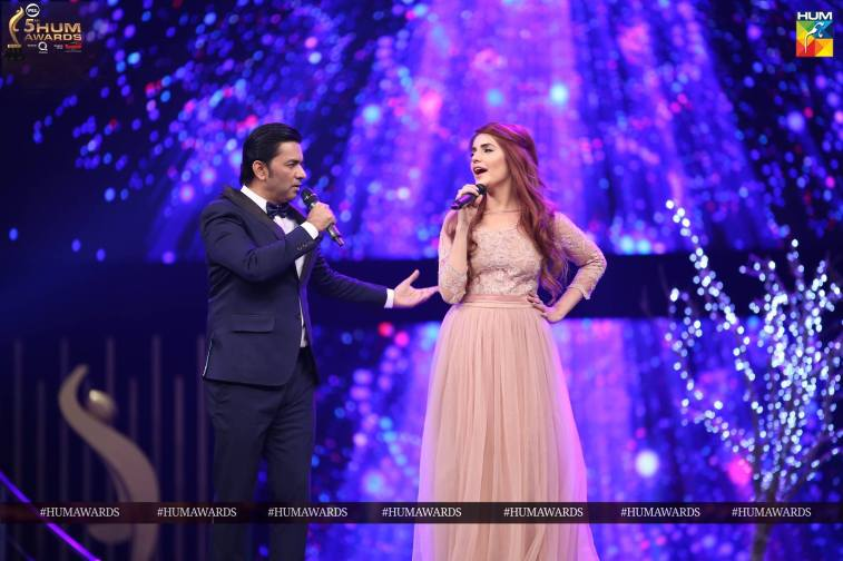 momina mustehsan sajjad ali hum awards 2017 performance
