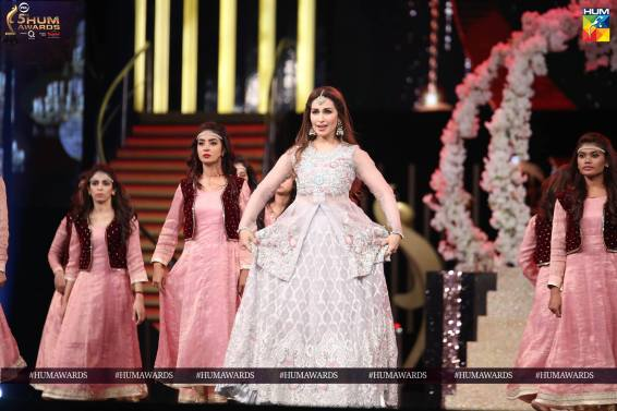 reema khan hum awards 2017 performance 2