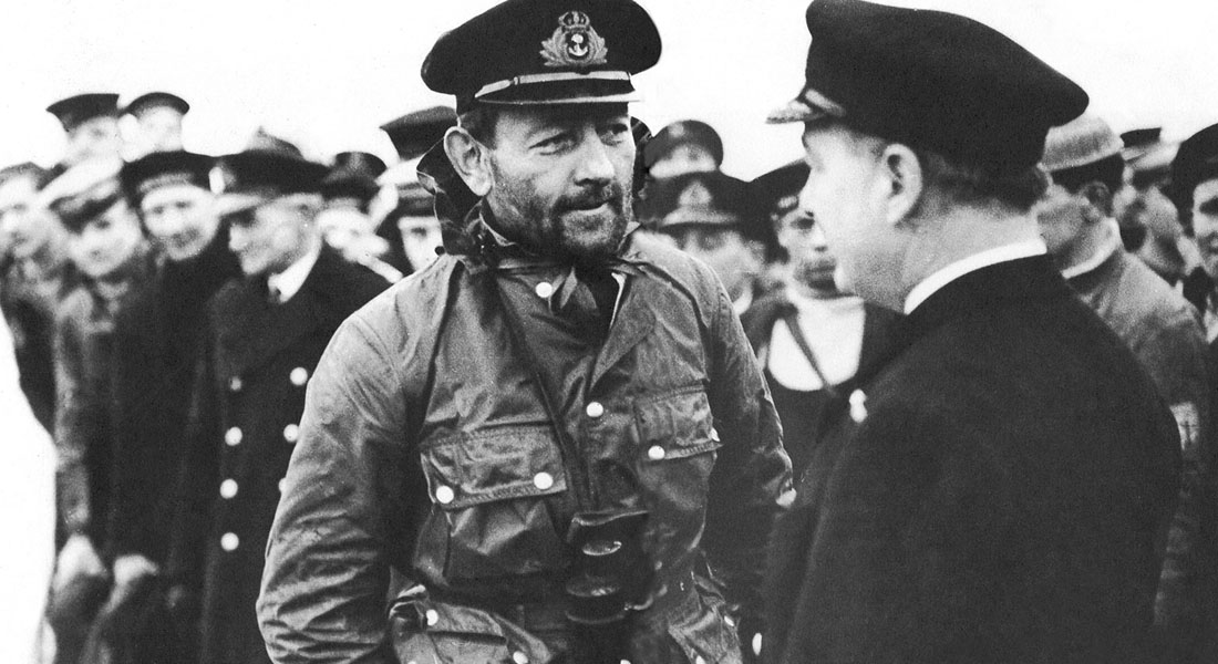 George Phillips capitaine du sous-marin HMS Ursula avec sa veste Barbour