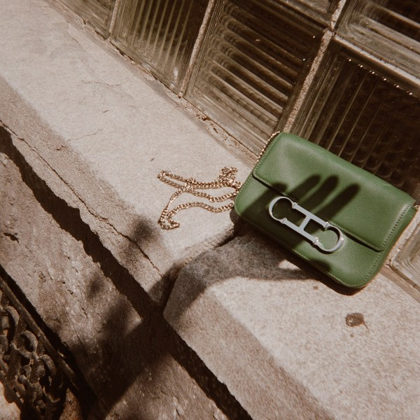 Simplify and organize your life by choosing a mini handbag.