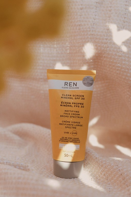 Mattifying mineral sunscreen by REN clean skincare