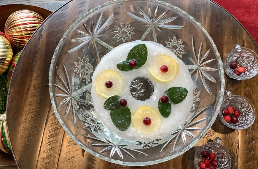 Easy Festive Holiday Ice Ring for Punch