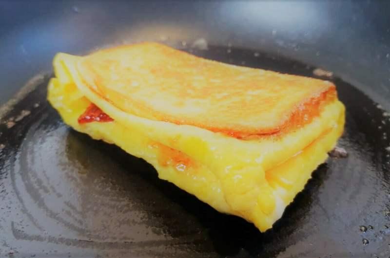 Завтрак с тостом из одного яйца
