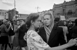 Moskova, Sovyetler Birliği (1947). Robert Capa © International Center of Photography   Magnum Photos (Steinbeck ve Capa)