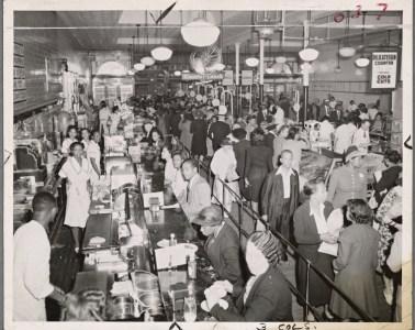 1942, New York. Fotoğraf: New York Halk Kütüphanesi, Schomburg Center for Research in Black Culture.