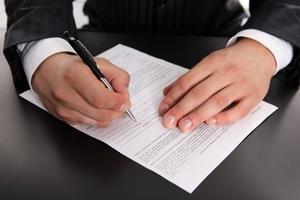 Кто может подписываьб графу разрешив в требовании накладной