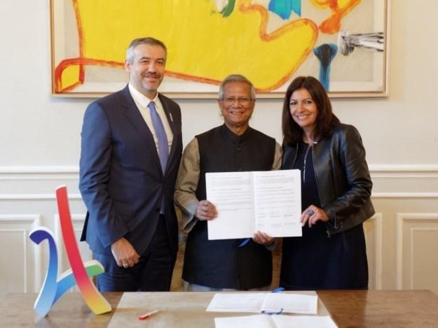 Professor Muhammad Yunus and the Mayor of Paris