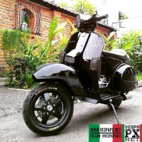 Black Vespa PX custom modified with Vespa LX velg @blekek303