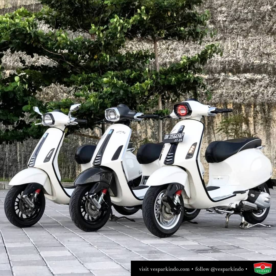 3 white Vespa Sprint with its own three unique character Which is your favorite? @verbonevespa