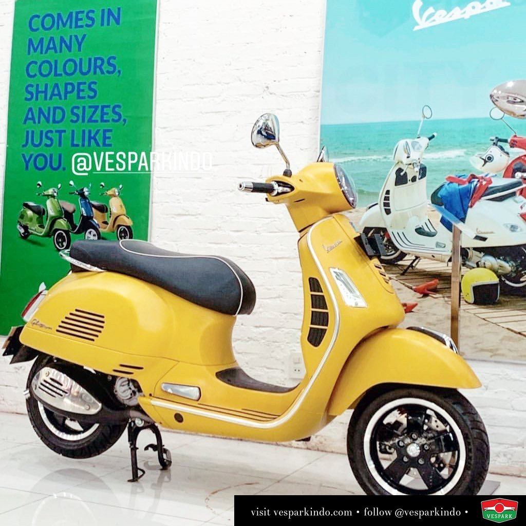Vespa GTS 300 test ride at Vespark! Feel the power, feel the ride