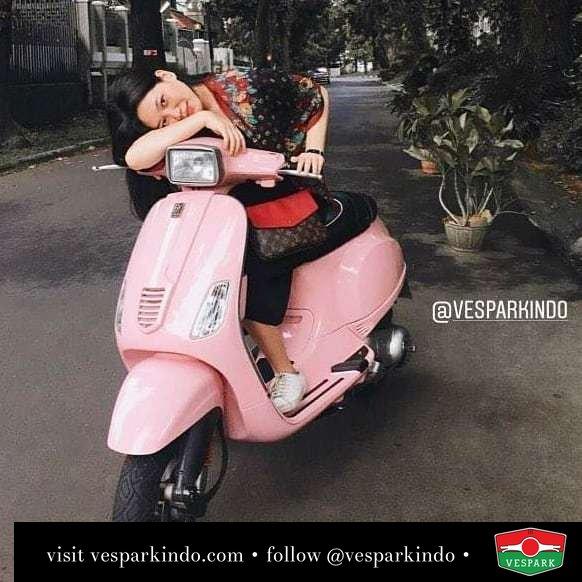 Pink Vespa and Vespa girl @irenamarta