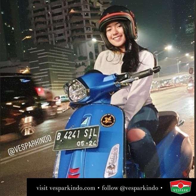 Night riding with new Vespa Sprint S @thasyaa.r