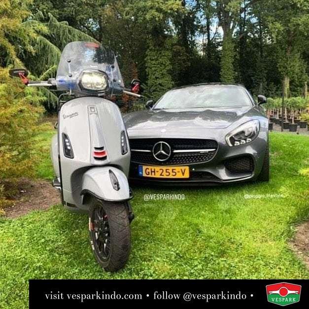 Vespa Sprint S and Mercedes Benz @vesparazzi_nl