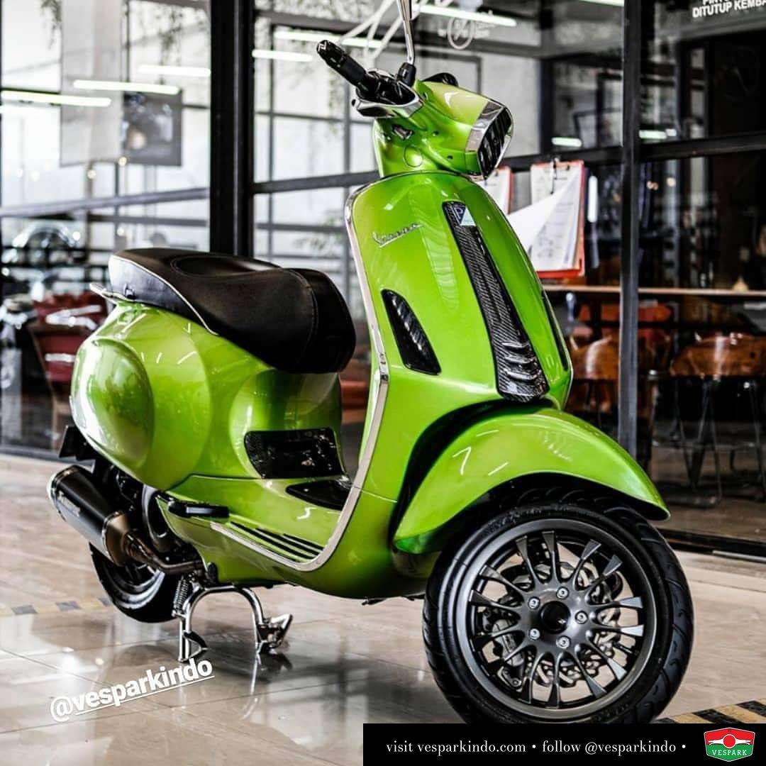 Vespa Sprint custom modified with custom wheel @redcarautodetailing