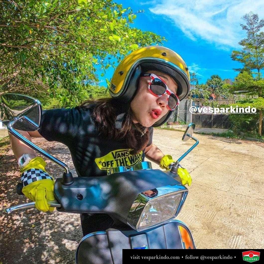 Happy riding  Vespa girl with Vespa S @phopira
