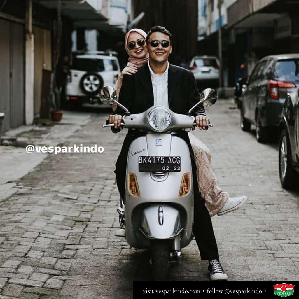 Vespa couple with Vespa LX @bayugustiko