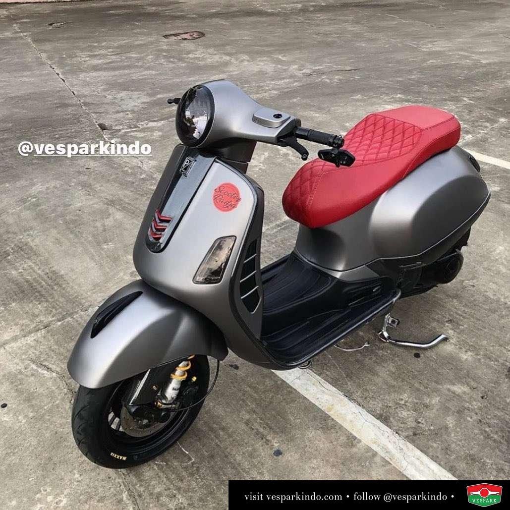 Matt grey Vespa GTS with custom red seats @faridfrhn
