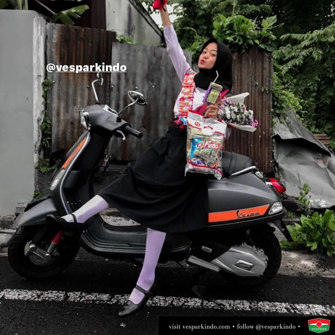 Vespa girl Happy riding Vespa S @_desipuspitasari