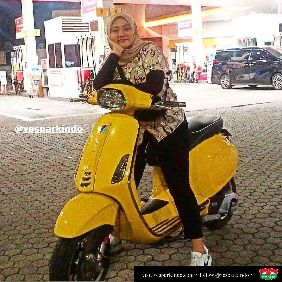 Vespa girl on yellow Vespa Sprint @one_promote