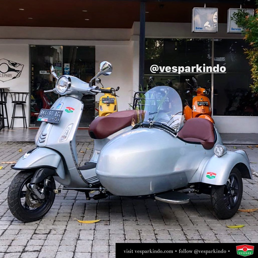 Vespa sidecar, enjoy the ride with family and friends Hub wa 0815-21-595959 Untuk informasi lengkap