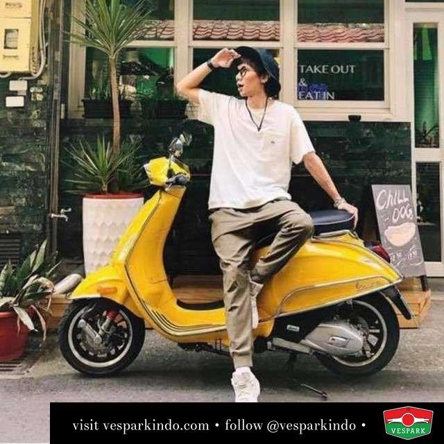 Always Fun  Live More Ride Vespa Saatnya anda miliki scooter matic legendaris Vespa!  Geser untuk lihat genuine aksesoris Vespa @vesparkindo dan lihat sorotan utk paket promo aksesoris   Tersedia penawaran leasing/kredit menarik untuk semua tipe Vespa. Cek info di web, link di bio  Hubungi dealer resmi Vespark Piaggio Vespa Medan Sumut @vesparkindo untuk pesanan Medan, Aceh, Riau dan Sumut Dealer tetap buka selama liburan silakan WA 0815-21-595959 untuk appointment, jam buka dan DM utk brosur terbaru  Kunjungi: VESPARK: Piaggio Vespa 3S ShowPark Jln Prof HM Yamin No.16A (simpang Jln Jawa)  Medan Telp. 061-456-5454 Cek IG @vesparkindo