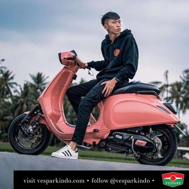 Custom Vespa Sprint  Live More Ride Vespa Saatnya anda miliki scooter matic legendaris Vespa!  Geser untuk lihat genuine aksesoris Vespa @vesparkindo dan lihat sorotan utk paket promo aksesoris   Tersedia penawaran leasing/kredit menarik untuk semua tipe Vespa. Cek info di web, link di bio  Hubungi dealer resmi Vespark Piaggio Vespa Medan Sumut @vesparkindo untuk pesanan Medan, Aceh, Riau dan Sumut Dealer tetap buka selama liburan silakan WA 0815-21-595959 untuk appointment, jam buka dan DM utk brosur terbaru  Kunjungi: VESPARK: Piaggio Vespa 3S ShowPark Jln Prof HM Yamin No.16A (simpang Jln Jawa)  Medan Telp. 061-456-5454 Cek IG @vesparkindo   @traveller_zhi