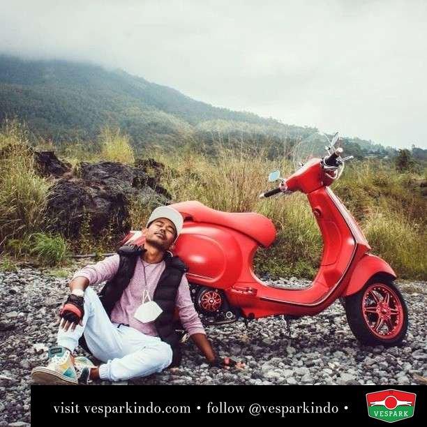Difficult roads usually lead to beautiful destinations. Let's ride Vespa  Live More Ride Vespa Saatnya anda miliki scooter matic legendaris Vespa!  Geser untuk lihat genuine aksesoris Vespa @vesparkindo dan lihat sorotan utk paket promo aksesoris   Tersedia penawaran leasing/kredit menarik untuk semua tipe Vespa. Cek info di web, link di bio  Hubungi dealer resmi Vespark Piaggio Vespa Medan Sumut @vesparkindo untuk pesanan Medan, Aceh, Riau dan Sumut Dealer tetap buka selama liburan silakan WA 0815-21-595959 untuk appointment, jam buka dan DM utk brosur terbaru  Kunjungi: VESPARK: Piaggio Vespa 3S ShowPark Jln Prof HM Yamin No.16A (simpang Jln Jawa)  Medan Telp. 061-456-5454 Cek IG @vesparkindo   @qs.monroe