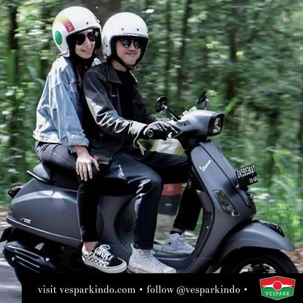 Everyday with you is a new adventure   Live More Ride Vespa Saatnya anda miliki scooter matic legendaris Vespa!  Geser untuk lihat genuine aksesoris Vespa @vesparkindo dan lihat sorotan utk paket promo aksesoris   Tersedia penawaran leasing/kredit menarik untuk semua tipe Vespa. Cek info di web, link di bio  Hubungi dealer resmi Vespark Piaggio Vespa Medan Sumut @vesparkindo untuk pesanan Medan, Aceh, Riau dan Sumut Dealer tetap buka selama liburan silakan WA 0815-21-595959 untuk appointment, jam buka dan DM utk brosur terbaru  Kunjungi: VESPARK: Piaggio Vespa 3S ShowPark Jln Prof HM Yamin No.16A (simpang Jln Jawa)  Medan Telp. 061-456-5454 Cek IG @vesparkindo   @_anggaguna