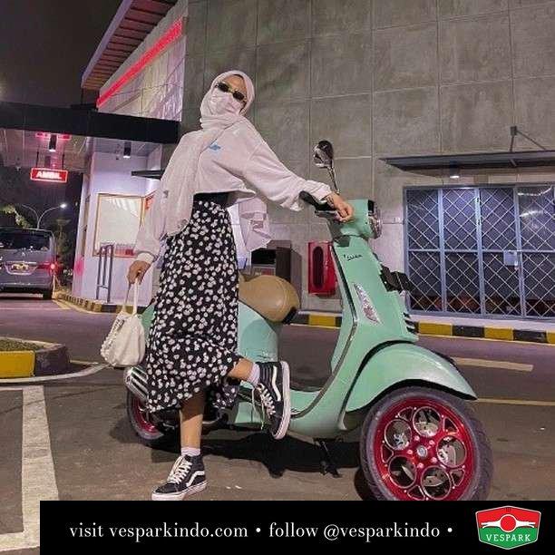 Going out in style  Live More Ride Vespa Saatnya anda miliki scooter matic legendaris Vespa!  Geser untuk lihat genuine aksesoris Vespa @vesparkindo dan lihat sorotan utk paket promo aksesoris   Tersedia penawaran leasing/kredit menarik untuk semua tipe Vespa. Cek info di web, link di bio  Hubungi dealer resmi Vespark Piaggio Vespa Medan Sumut @vesparkindo untuk pesanan Medan, Aceh, Riau dan Sumut Dealer tetap buka selama liburan silakan WA 0815-21-595959 untuk appointment, jam buka dan DM utk brosur terbaru  Kunjungi: VESPARK: Piaggio Vespa 3S ShowPark Jln Prof HM Yamin No.16A (simpang Jln Jawa)  Medan Telp. 061-456-5454 Cek IG @vesparkindo   @febrinazz
