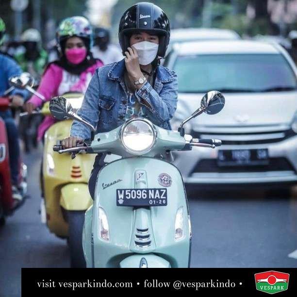 Senyuman Vespa  Live More Ride Vespa Saatnya anda miliki scooter matic legendaris Vespa!  Geser untuk lihat genuine aksesoris Vespa @vesparkindo dan lihat sorotan utk paket promo aksesoris   Tersedia penawaran leasing/kredit menarik untuk semua tipe Vespa. Cek info di web, link di bio  Hubungi dealer resmi Vespark Piaggio Vespa Medan Sumut @vesparkindo untuk pesanan Medan, Aceh, Riau dan Sumut Dealer tetap buka selama liburan silakan WA 0815-21-595959 untuk appointment, jam buka dan DM utk brosur terbaru  Kunjungi: VESPARK: Piaggio Vespa 3S ShowPark Jln Prof HM Yamin No.16A (simpang Jln Jawa)  Medan Telp. 061-456-5454 Cek IG @vesparkindo
