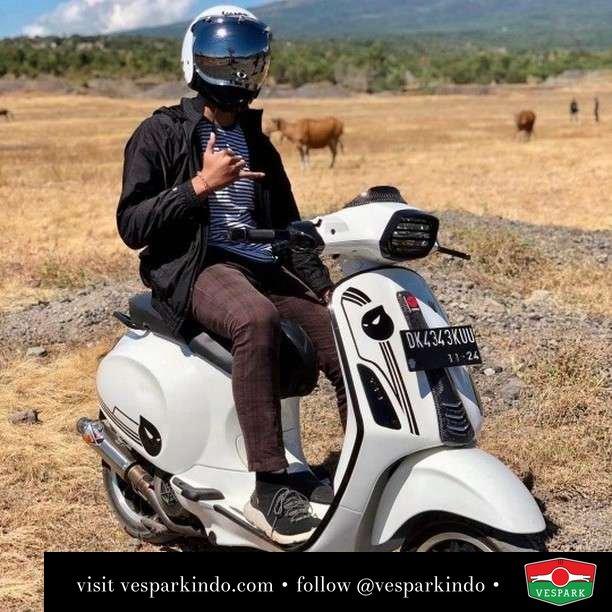 Beautiful day everyday  Live More Ride Vespa Saatnya anda miliki scooter matic legendaris Vespa!  Geser untuk lihat genuine aksesoris Vespa @vesparkindo dan lihat sorotan utk paket promo aksesoris   Tersedia penawaran leasing/kredit menarik untuk semua tipe Vespa. Cek info di web, link di bio  Hubungi dealer resmi Vespark Piaggio Vespa Medan Sumut @vesparkindo untuk pesanan Medan, Aceh, Riau dan Sumut Dealer tetap buka selama liburan silakan WA 0815-21-595959 untuk appointment, jam buka dan DM utk brosur terbaru  Kunjungi: VESPARK: Piaggio Vespa 3S ShowPark Jln Prof HM Yamin No.16A (simpang Jln Jawa)  Medan Telp. 061-456-5454 Cek IG @vesparkindo   feature @adhipramana_01