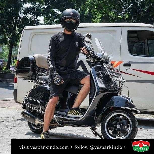 Black Ride Vespa GTS  Live More Ride Vespa Saatnya anda miliki scooter matic legendaris Vespa!  Geser untuk lihat genuine aksesoris Vespa @vesparkindo dan lihat sorotan utk paket promo aksesoris   Tersedia penawaran leasing/kredit menarik untuk semua tipe Vespa. Cek info di web, link di bio  Hubungi dealer resmi Vespark Piaggio Vespa Medan Sumut @vesparkindo untuk pesanan Medan, Aceh, Riau dan Sumut Dealer tetap buka selama liburan silakan WA 0815-21-595959 untuk appointment, jam buka dan DM utk brosur terbaru  Kunjungi: VESPARK: Piaggio Vespa 3S ShowPark Jln Prof HM Yamin No.16A (simpang Jln Jawa)  Medan Telp. 061-456-5454 Cek IG @vesparkindo   feature @ekkyoology