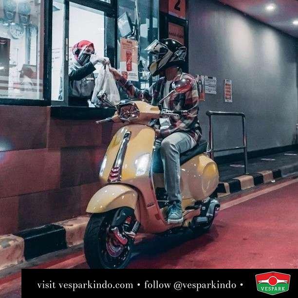 Day or night ride Vespa  Live More Ride Vespa Saatnya anda miliki scooter matic legendaris Vespa!  Geser untuk lihat genuine aksesoris Vespa @vesparkindo dan lihat sorotan utk paket promo aksesoris   Tersedia penawaran leasing/kredit menarik untuk semua tipe Vespa. Cek info di web, link di bio  Hubungi dealer resmi Vespark Piaggio Vespa Medan Sumut @vesparkindo untuk pesanan Medan, Aceh, Riau dan Sumut Dealer tetap buka selama liburan silakan WA 0815-21-595959 untuk appointment, jam buka dan DM utk brosur terbaru  Kunjungi: VESPARK: Piaggio Vespa 3S ShowPark Jln Prof HM Yamin No.16A (simpang Jln Jawa)  Medan Telp. 061-456-5454 Cek IG @vesparkindo   feature @ryandrales