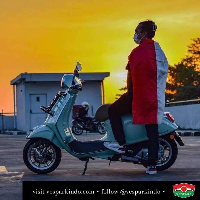 Dirgahayu Indonesia Merdeka  Live More Ride Vespa Saatnya anda miliki scooter matic legendaris Vespa!  Geser untuk lihat genuine aksesoris Vespa @vesparkindo dan lihat sorotan utk paket promo aksesoris   Tersedia penawaran leasing/kredit menarik untuk semua tipe Vespa. Cek info di web, link di bio  Hubungi dealer resmi Vespark Piaggio Vespa Medan Sumut @vesparkindo untuk pesanan Medan, Aceh, Riau dan Sumut Dealer tetap buka selama liburan silakan WA 0815-21-595959 untuk appointment, jam buka dan DM utk brosur terbaru  Kunjungi: VESPARK: Piaggio Vespa 3S ShowPark Jln Prof HM Yamin No.16A (simpang Jln Jawa)  Medan Telp. 061-456-5454 Cek IG @vesparkindo   feature @nyaridimana