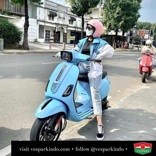 Don't be blue Ride Vespa  Live More Ride Vespa Saatnya anda miliki scooter matic legendaris Vespa!  Geser untuk lihat Vespa S terbaru dan genuine aksesoris Vespa @vesparkindo dan lihat sorotan utk paket promo aksesoris   Tersedia penawaran leasing/kredit menarik untuk semua tipe Vespa. Cek info di web, link di bio  Hubungi dealer resmi Vespark Piaggio Vespa Medan Sumut @vesparkindo untuk pesanan Medan, Aceh, Riau dan Sumut Dealer tetap buka selama liburan silakan WA 0815-21-595959 untuk appointment, jam buka dan DM utk brosur terbaru  Kunjungi: VESPARK: Piaggio Vespa 3S ShowPark Jln Prof HM Yamin No.16A (simpang Jln Jawa)  Medan Telp. 061-456-5454 Cek IG @vesparkindo   @ola_sans