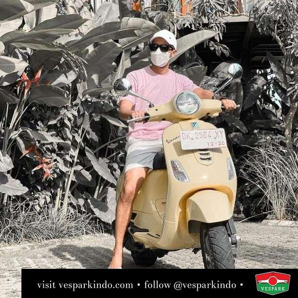 Ganteng, review Vespanya dnk  Live More Ride Vespa Saatnya anda miliki scooter matic legendaris Vespa!  Geser untuk lihat genuine aksesoris Vespa @vesparkindo dan lihat sorotan utk paket promo aksesoris   Tersedia penawaran leasing/kredit menarik untuk semua tipe Vespa. Cek info di web, link di bio  Hubungi dealer resmi Vespark Piaggio Vespa Medan Sumut @vesparkindo untuk pesanan Medan, Aceh, Riau dan Sumut Dealer tetap buka selama liburan silakan WA 0815-21-595959 untuk appointment, jam buka dan DM utk brosur terbaru  Kunjungi: VESPARK: Piaggio Vespa 3S ShowPark Jln Prof HM Yamin No.16A (simpang Jln Jawa)  Medan Telp. 061-456-5454 Cek IG @vesparkindo   feature @sahilmulachela