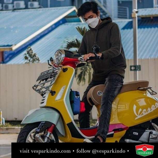 Lucu ya Vespa Primavera Sean Wotherspoon   Live More Ride Vespa Saatnya anda miliki scooter matic legendaris Vespa!  Geser untuk lihat genuine aksesoris Vespa @vesparkindo dan lihat sorotan utk paket promo aksesoris   Tersedia penawaran leasing/kredit menarik untuk semua tipe Vespa. Cek info di web, link di bio  Hubungi dealer resmi Vespark Piaggio Vespa Medan Sumut @vesparkindo untuk pesanan Medan, Aceh, Riau dan Sumut Dealer tetap buka selama liburan silakan WA 0815-21-595959 untuk appointment, jam buka dan DM utk brosur terbaru  Kunjungi: VESPARK: Piaggio Vespa 3S ShowPark Jln Prof HM Yamin No.16A (simpang Jln Jawa)  Medan Telp. 061-456-5454 Cek IG @vesparkindo   feature @calvinstp_