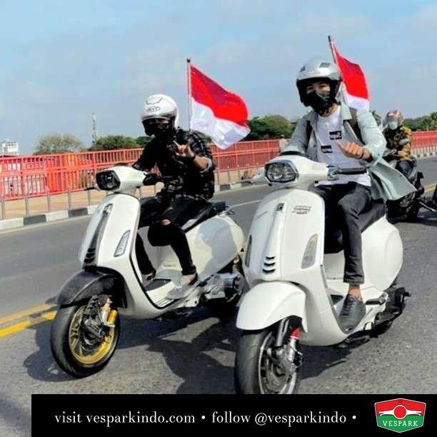 Merdeka! Vespa Sprint, serupa tapi tak sama  Live More Ride Vespa Saatnya anda miliki scooter matic legendaris Vespa!  Geser untuk lihat genuine aksesoris Vespa @vesparkindo dan lihat sorotan utk paket promo aksesoris   Tersedia penawaran leasing/kredit menarik untuk semua tipe Vespa. Cek info di web, link di bio  Hubungi dealer resmi Vespark Piaggio Vespa Medan Sumut @vesparkindo untuk pesanan Medan, Aceh, Riau dan Sumut Dealer tetap buka selama liburan silakan WA 0815-21-595959 untuk appointment, jam buka dan DM utk brosur terbaru  Kunjungi: VESPARK: Piaggio Vespa 3S ShowPark Jln Prof HM Yamin No.16A (simpang Jln Jawa)  Medan Telp. 061-456-5454 Cek IG @vesparkindo   feature @_andreyogaa
