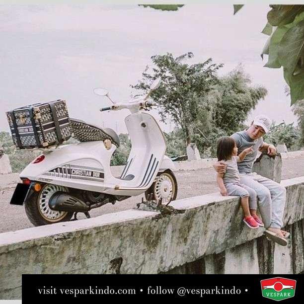 Quality times with dear and dior  Live More Ride Vespa Saatnya anda miliki scooter matic legendaris Vespa!  Geser untuk lihat genuine aksesoris Vespa @vesparkindo dan lihat sorotan utk paket promo aksesoris   Tersedia penawaran leasing/kredit menarik untuk semua tipe Vespa. Cek info di web, link di bio  Hubungi dealer resmi Vespark Piaggio Vespa Medan Sumut @vesparkindo untuk pesanan Medan, Aceh, Riau dan Sumut Dealer tetap buka selama liburan silakan WA 0815-21-595959 untuk appointment, jam buka dan DM utk brosur terbaru  Kunjungi: VESPARK: Piaggio Vespa 3S ShowPark Jln Prof HM Yamin No.16A (simpang Jln Jawa)  Medan Telp. 061-456-5454 Cek IG @vesparkindo   feature @andreasstanley