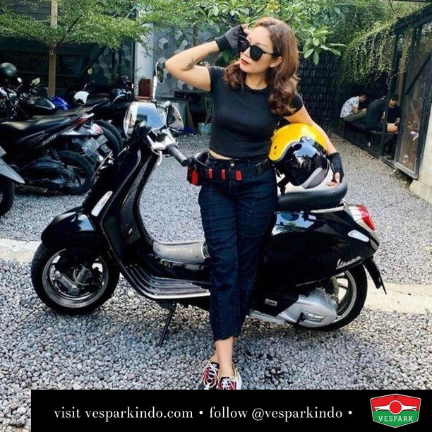Ride black or Ride colors? Swipe  Live More Ride Vespa Saatnya anda miliki scooter matic legendaris Vespa!  Geser untuk lihat genuine aksesoris Vespa @vesparkindo dan lihat sorotan utk paket promo aksesoris   Tersedia penawaran leasing/kredit menarik untuk semua tipe Vespa. Cek info di web, link di bio  Hubungi dealer resmi Vespark Piaggio Vespa Medan Sumut @vesparkindo untuk pesanan Medan, Aceh, Riau dan Sumut Dealer tetap buka selama liburan silakan WA 0815-21-595959 untuk appointment, jam buka dan DM utk brosur terbaru  Kunjungi: VESPARK: Piaggio Vespa 3S ShowPark Jln Prof HM Yamin No.16A (simpang Jln Jawa)  Medan Telp. 061-456-5454 Cek IG @vesparkindo   @ekahimee