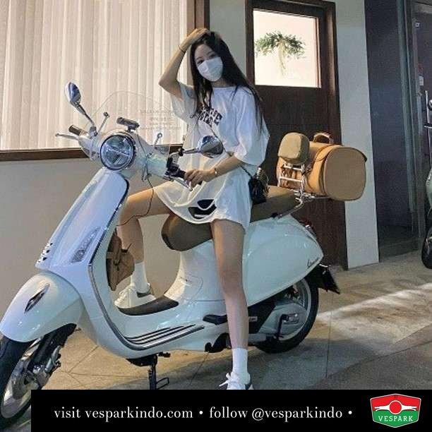 White angel   Live More Ride Vespa Saatnya anda miliki scooter matic legendaris Vespa!  Geser untuk lihat genuine aksesoris Vespa @vesparkindo dan lihat sorotan utk paket promo aksesoris   Tersedia penawaran leasing/kredit menarik untuk semua tipe Vespa. Cek info di web, link di bio  Hubungi dealer resmi Vespark Piaggio Vespa Medan Sumut @vesparkindo untuk pesanan Medan, Aceh, Riau dan Sumut Dealer tetap buka selama liburan silakan WA 0815-21-595959 untuk appointment, jam buka dan DM utk brosur terbaru  Kunjungi: VESPARK: Piaggio Vespa 3S ShowPark Jln Prof HM Yamin No.16A (simpang Jln Jawa)  Medan Telp. 061-456-5454 Cek IG @vesparkindo   @jaeinvely